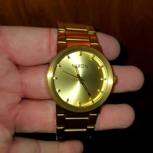 """Nixon """"SHOOT TO THRILL"""" The Cannon.. All Gold Like New"""